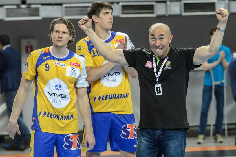 Tałant Dujszebajew (z prawej) oraz Tobias Reichmann (z lewej) i Piotr Chrapkowski podczas finału Pucharu Polski /Wojciech Pacewicz /PAP
