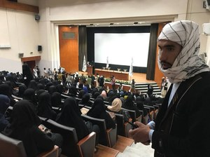Talibowie: Kobiety będą mogły studiować. Ale nie z mężczyznami