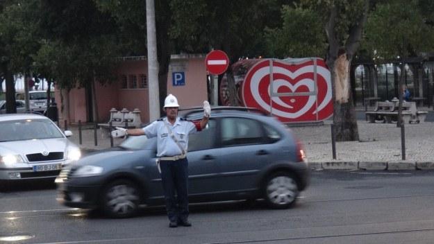Tam, gdzie robi się tłoczniej, ruchem kierują policjanci /INTERIA.PL