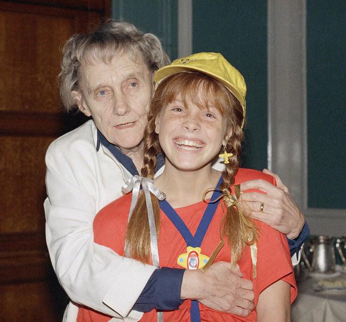 Tami Erin pozuje z Astrid Lindgren, 1986 r. /East News