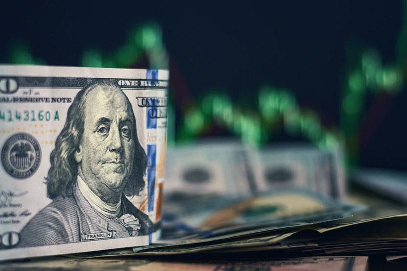 Tani dolar podbija ceny surowców /123RF/PICSEL