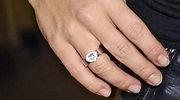 """""""Tani"""" pierścionek zaręczynowy Dody"""