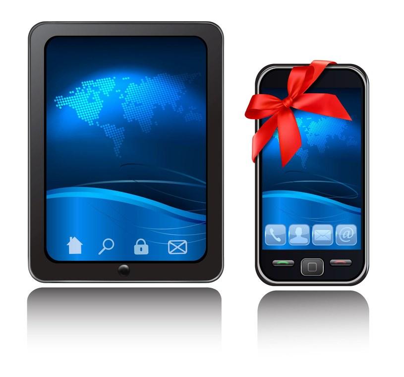 Tani tablet oraz niedrogi smartfon - to tylko niektóre z sugestii ciekawych prezentów na Mikołajki lub pod choinkę /123RF/PICSEL