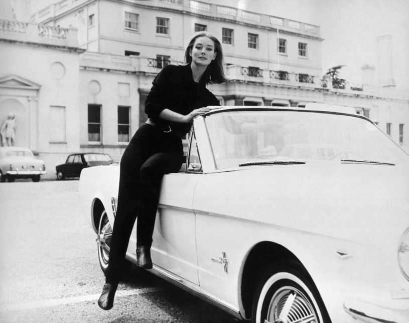 "Tania Mallet w filmie ""Goldfinger"" (1964) /East News"