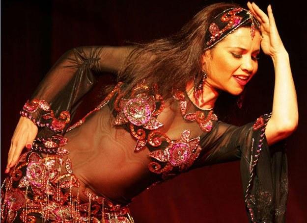 Taniec brzucha to świetny sposób na zrzucenie kilogramów i ukształtowanie kobiecej sylwetki /AFP