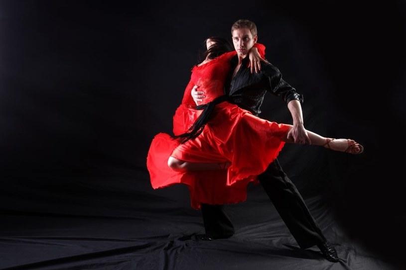 Taniec nie tylko odpręża, ale i pomaga w problemach /123RF/PICSEL
