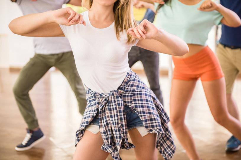 Taniec poprawia komunikację między neuronami /123RF/PICSEL
