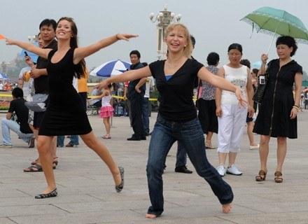 Taniec pozwala się rozluźnić i zapomnieć o kompleksach - przekonują specjaliści choreoterapii. /AFP