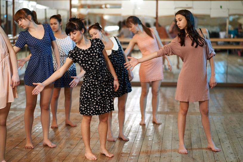 Taniec wyrabia pamięć i orientację przestrzenną /123RF/PICSEL