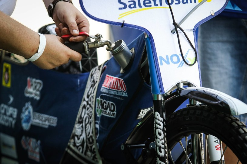tankowanie paliwa na meczu żużlowym /Dominik Gajda /Newspix