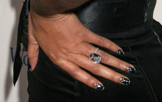 Tańsza wersja pierścionka zaręczynowego?  /Splashnews