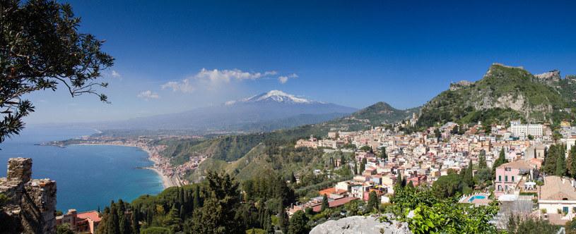 Taormina kusi pięknymi widokami /123RF/PICSEL