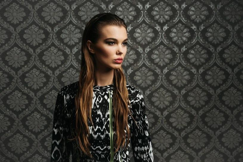 Tapetowe sukienki to najmodniejszy motyw na nadchodzący karnawał /Adobe Stock