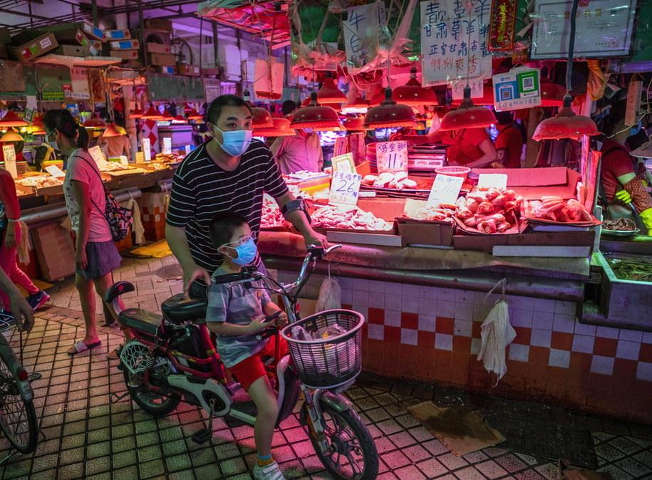 Targ w chińskim Wuhanie /ALEX PLAVEVSKI /PAP/EPA
