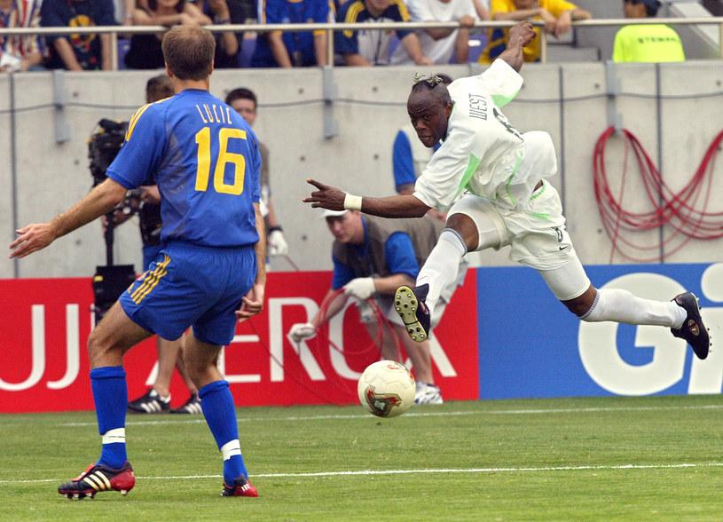 Taribo West w barwach Nigerii podczas MŚ w 2002 roku /Damien Meyer /AFP