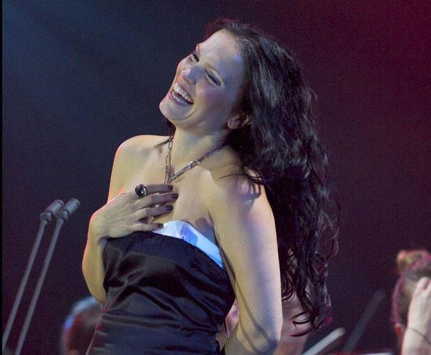 Tarja Turunen podczas tegorocznego występu we Wrocławiu (fot. Krzysztof Zatycki) /Reporter