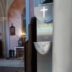 Tarnobrzeg: Zmiany w kościołach. Miasto kupiło dystrybutory do wody święconej