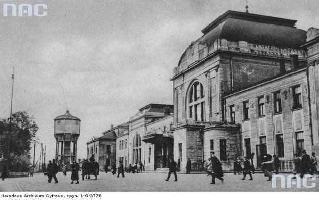 Tarnów przed wojną. N/z dworzec kolejowy /Z archiwum Narodowego Archiwum Cyfrowego
