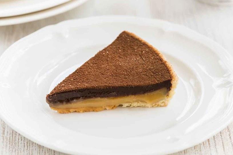 Tarta czekoladowo-karmelowa /123RF/PICSEL