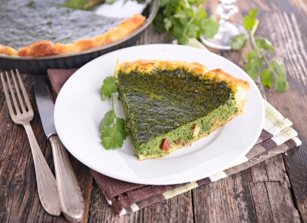 Tarta szpinakowa - pomysł na pyszny obiad /123RF/PICSEL