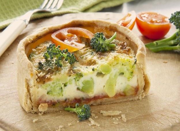 Tarta z serem i brokułami /123RF/PICSEL