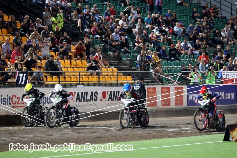 Taśma - tak szansę na zwycięstwo zabrał sobie Fredrik Lindgren /Jarosław Pabijan /Flipper Jarosław Pabijan