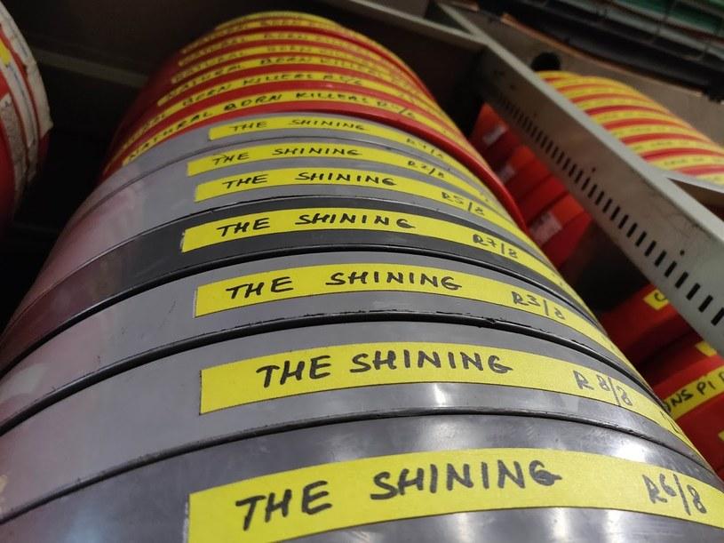 """Taśmy ze """"Lśnieniem"""". Dziełu Kubricka podobno udało się """"nie zachorować"""" /INTERIA.PL"""