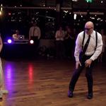 Tata z córką dają czadu na weselu! - wideo