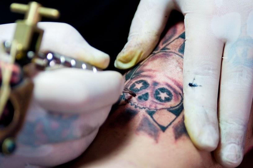 Tatuaż nie dla każdego jest bezpieczny /123RF/PICSEL