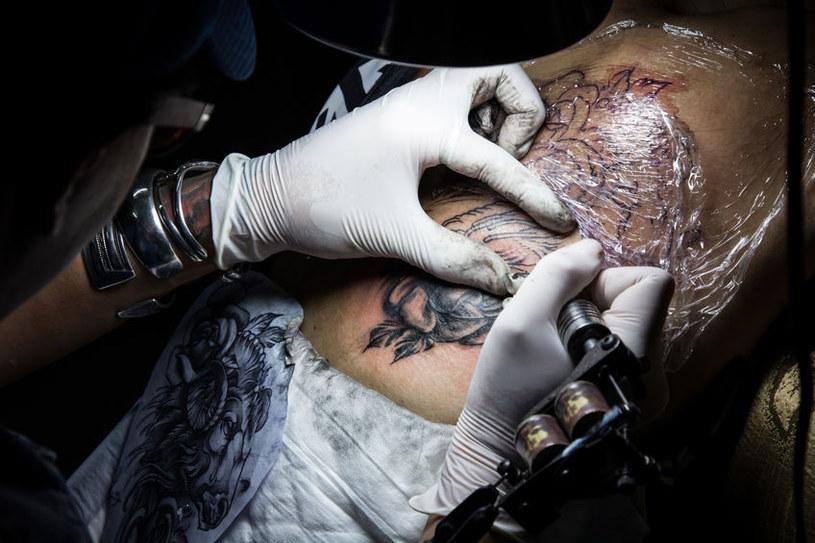 Tatuaż znikający po roku to idealne rozwiązanie dla niezdecydowanych /123RF/PICSEL