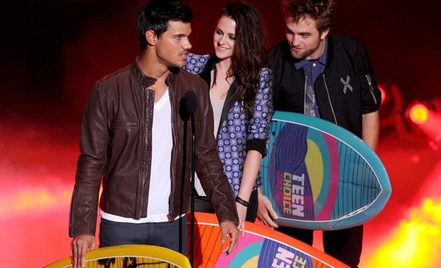 Taylor Lautner, Kristen Stewart i Robert Pattinson na gali Teen Choice Awards /AFP