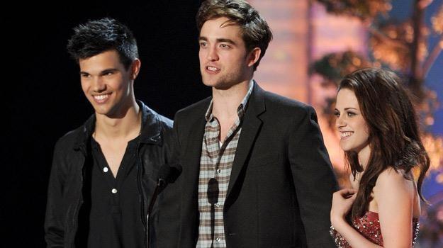 Taylor Lautner, Robert Pattinson i Kristen Stewart podczas rozdania nagrod MTV, fot. Kevin Winter /Getty Images/Flash Press Media