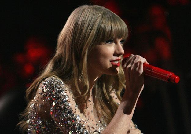 Taylor Swift dzieli się swoją fortuną fot. Kevin Kane /Getty Images/Flash Press Media
