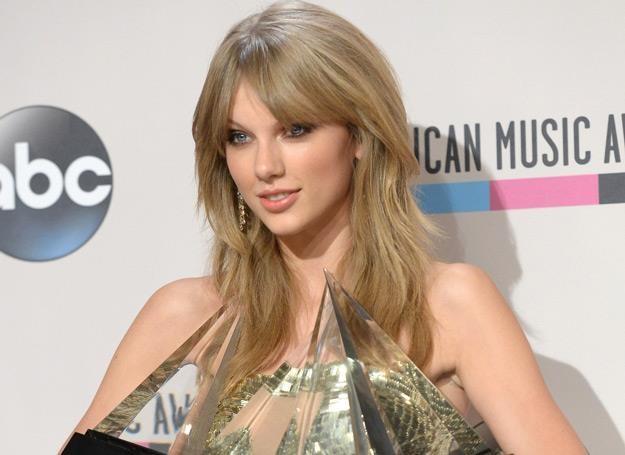 "Taylor Swift ze swoim ""urobkiem"" z American Music Awards - fot. Jason Merritt /Getty Images/Flash Press Media"
