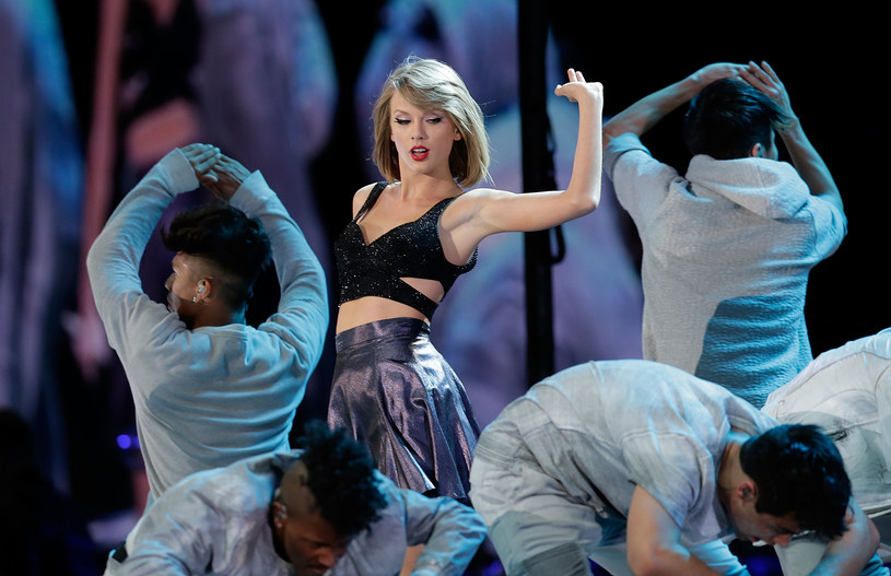 Taylor Swift /Mark Metcalfe /Getty Images