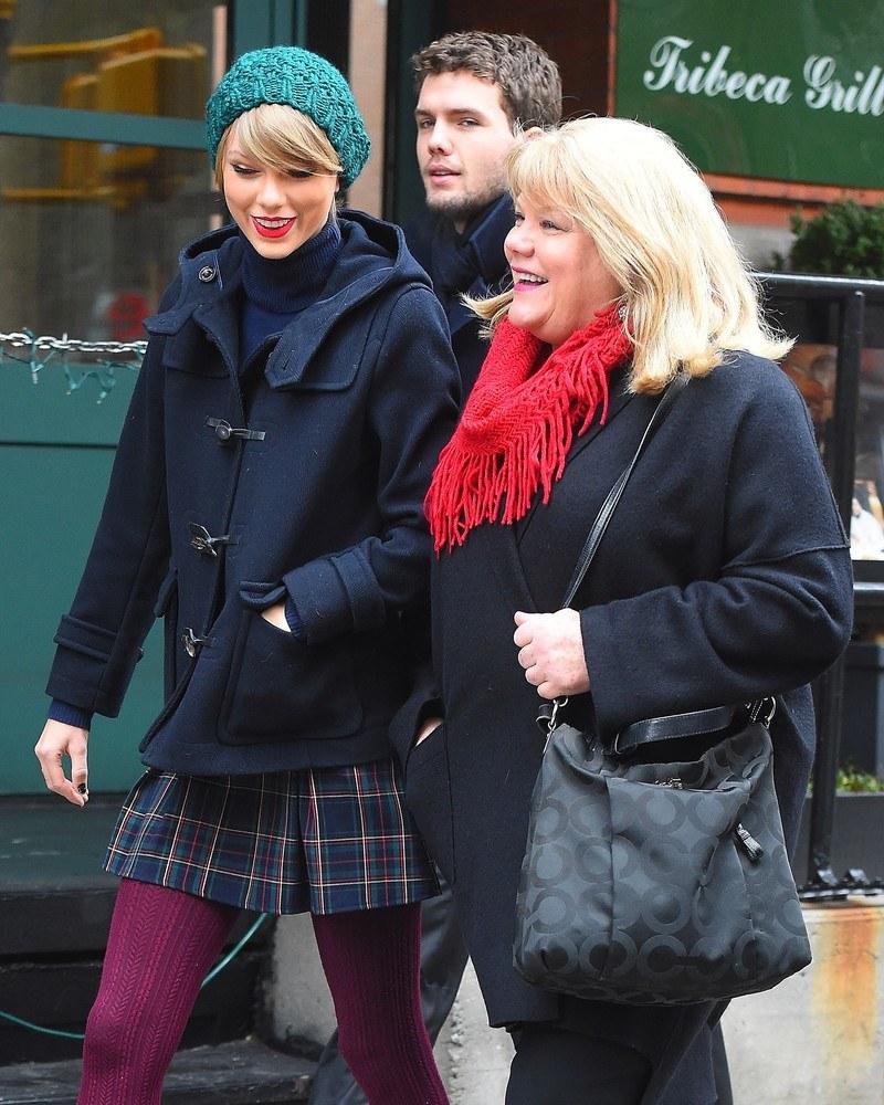 Taylor z mamą /- /East News