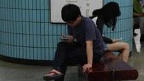 Te dzieci są uzależnione od... smartfonów!