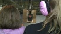Te kobiety kochają broń!
