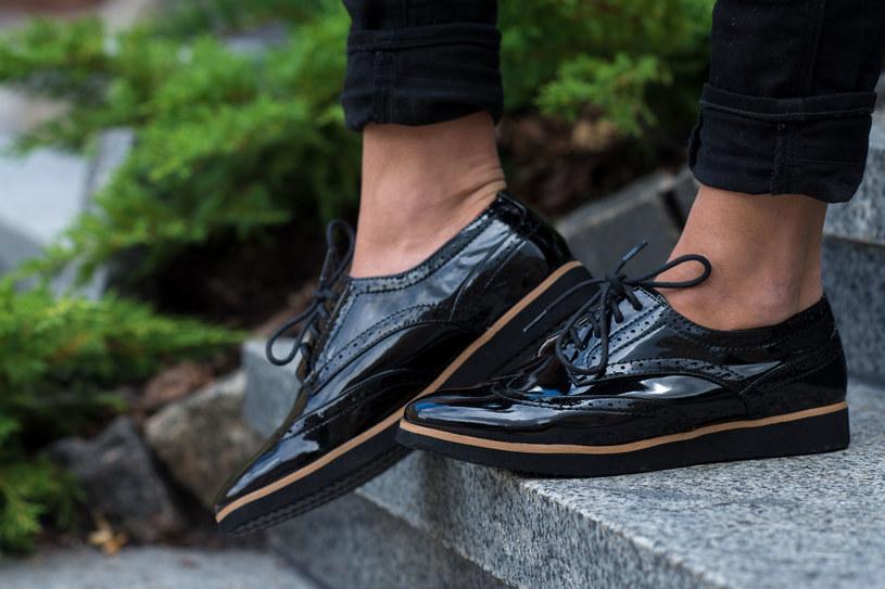 Te sprawdzone sposoby pomogą ci się pozbyć plam od nowych butów /123RF/PICSEL