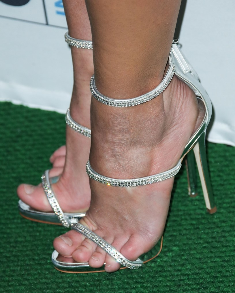 Te stopy już dawno nie widziały porządnego pedicure... /East News