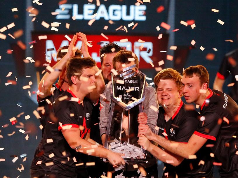 Team Astralis celebrujący zwycięstwo w finale mistrzostw ELEAGUE: Counter-Strike: Global Offensive Major /AFP
