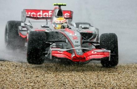 Team McLarena został ukarany, ale jego kierowcy nadal walczą o tytuł mistrza /AFP
