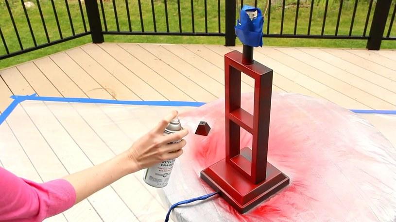 Technika malowania sprayem /© Photogenica