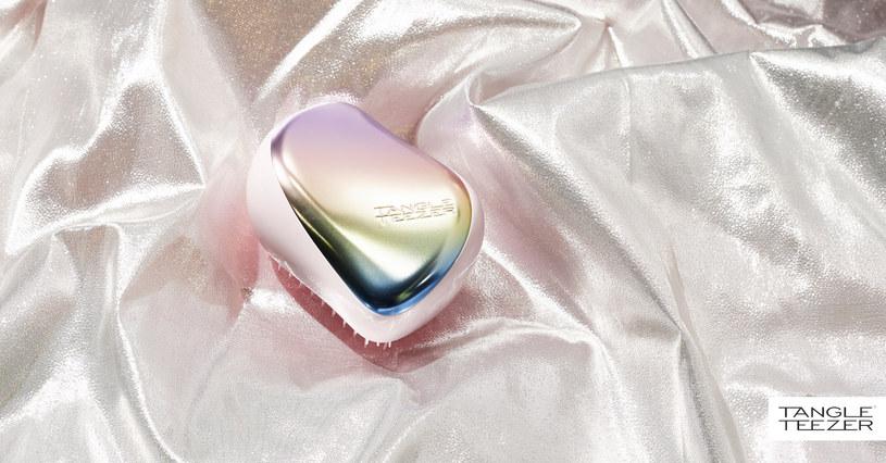 Tęczowa szczotka Compact Styler Matte Perlescent Chrome! /INTERIA.PL/materiały prasowe