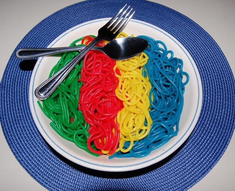 tęczowe spaghetti /© Photogenica