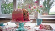 Tęczowy tort ze śliwką kalifornijską na Dzień Matki