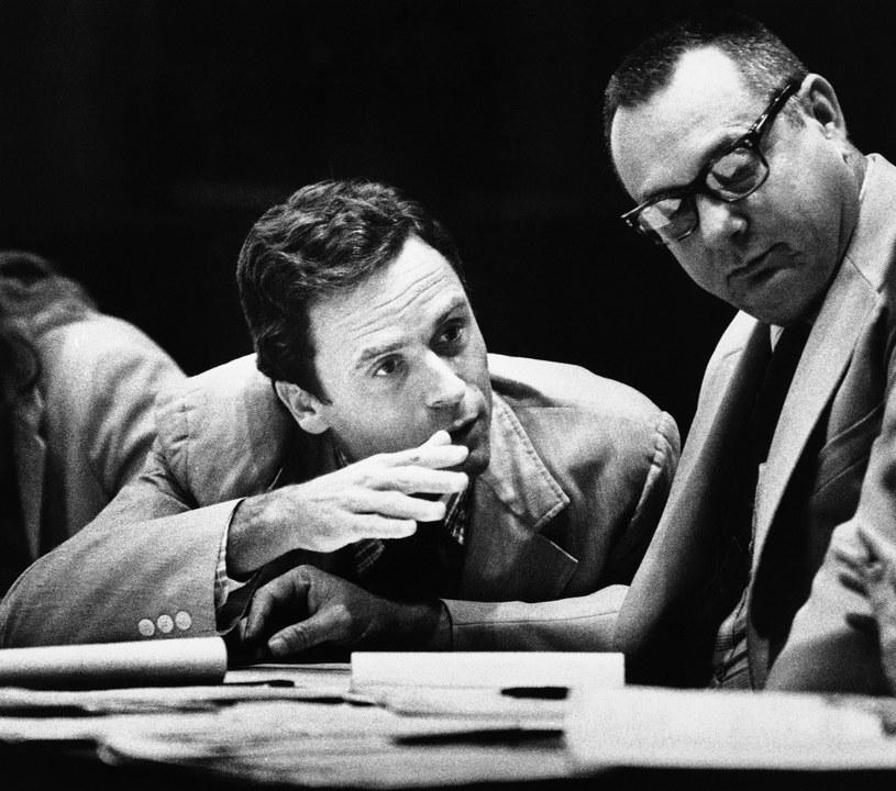Ted Bundy podczas procesu w 1979 roku /Associated Press /East News
