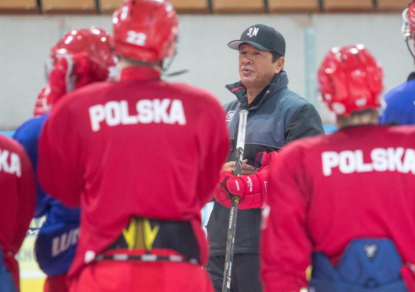 Ted Nolan w otoczeniu reprezentantów Polski /Andrzej Grygiel /PAP