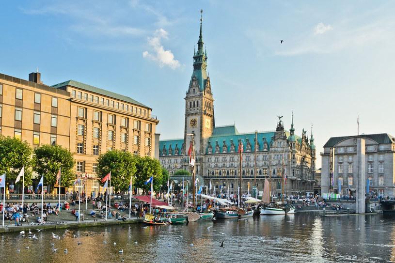 Tego hamburczykom zazdrościmy najbardziej – mają dwa jeziora w sercu miasta: rozległe Außenalster i mniejsze Binnenalster. Wsiadają do metra czy autobusu i są na żaglach! /123RF/PICSEL
