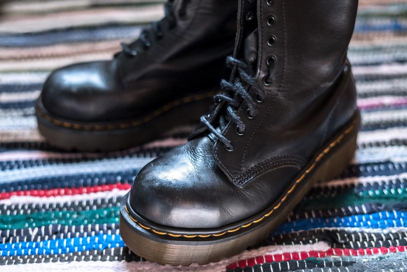 Tej jesieni królowały będą ciężkie, masywne buty /123RF/PICSEL